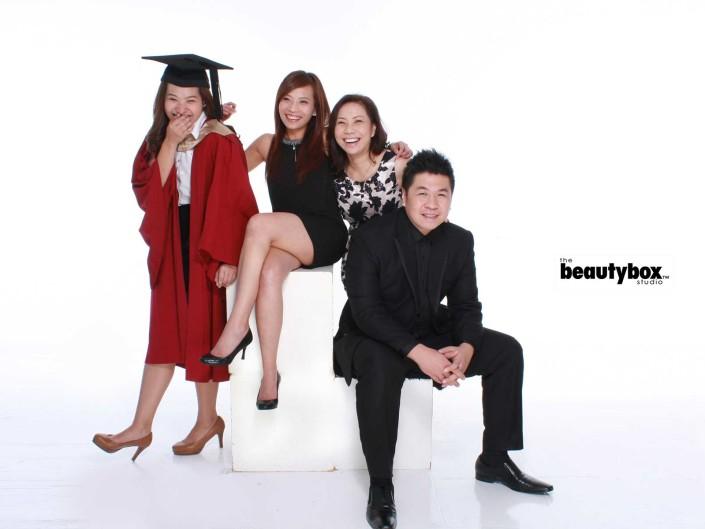 Singapore Graduation family photographer