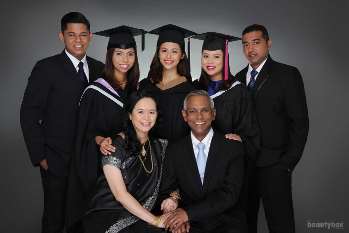 Singapore-Graduation-photographer-Indian-family-studio-shooting-Beautybox-001