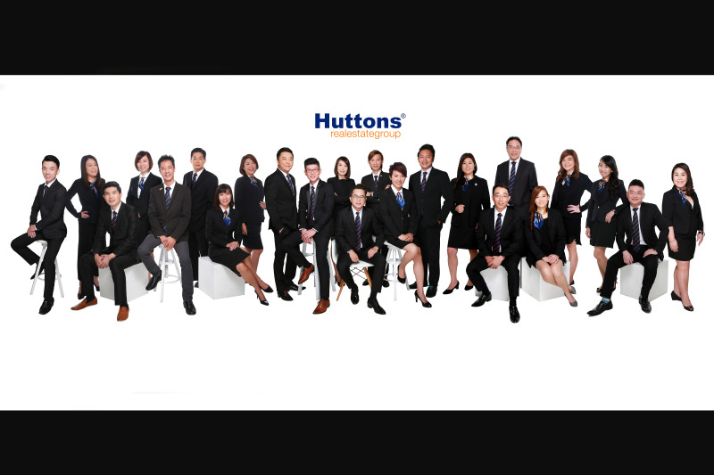 singapore_corporate_group_photography_Beautybox_huttons_realtors_ copy