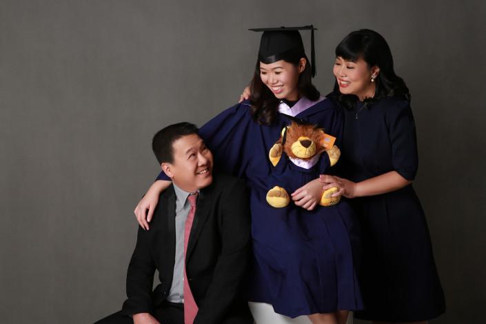 Singapore convocation family photographer services