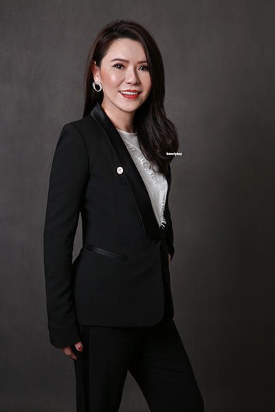 singapore_corporate_photography_standing_pose_Beautybox_premiere_002